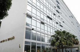 Depois de 15 exonerações, medidas polêmicas e seis recuos, o MEC está à deriva