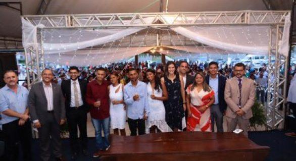 Prefeitura realiza casamento coletivo para 85 casais na orla de Pilar