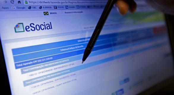 Empresas do Simples têm até amanhã para inscrever empregado no eSocial