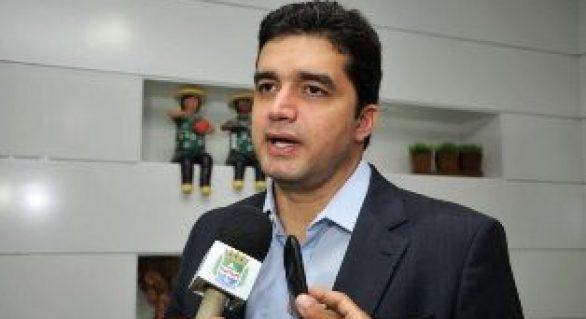Rui Palmeira corta gastos e vai reduzir em 40% o quadro de funcionários da prefeitura
