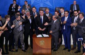 Mesmo com risco de derrota, Bolsonaro não revogará decretos de armas
