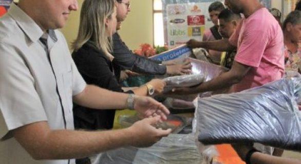 Centro Pop entrega agasalhos às pessoas em situação de rua