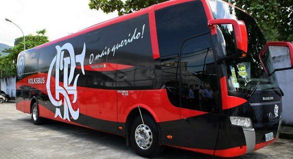 Delegação do Flamengo evita protestos utilizando saída alternativa no Rio