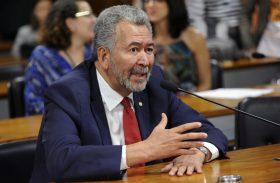 Deputado federal Paulão diz que Moro é uma farsa