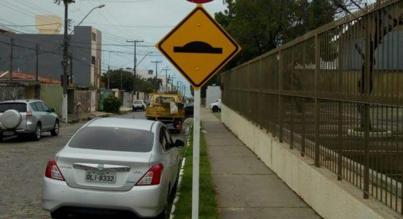 Novas placas de trânsito são postas em Maceió