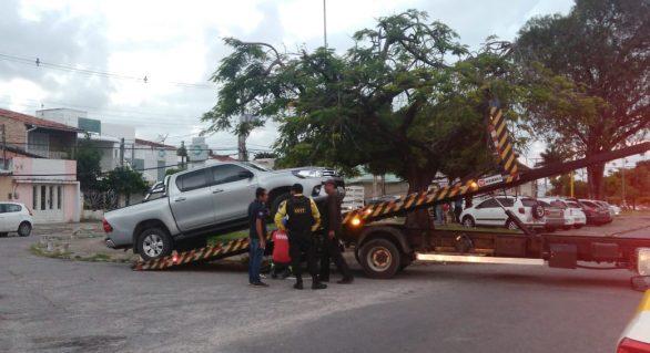 SMTT fiscaliza e remove veículos irregulares