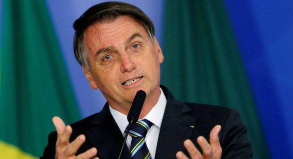 Bolsonaro admite que pode rever nomeação de Eduardo