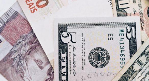 Segundo economistas PIB e dólar maiores em 2019 e reduzem previsão de inflação