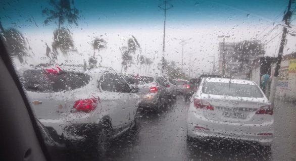 Chuvas em Maceió deixam trânsito congestionado
