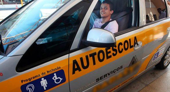 Autoescolas deverão ter veículo adaptado para condutores com deficiência