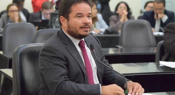 Faz parte do pacote de secretário dar satisfação ao povo, afirma Marcelo Victor
