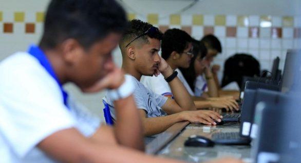 Escolas estaduais mobilizam alunos para responder escuta do Novo Ensino Médio
