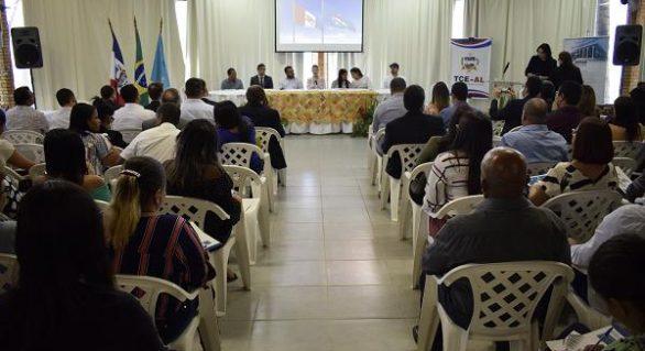 TCE/AL e Escola de Contas realizam jornada de formação e aperfeiçoamento em Japaratinga