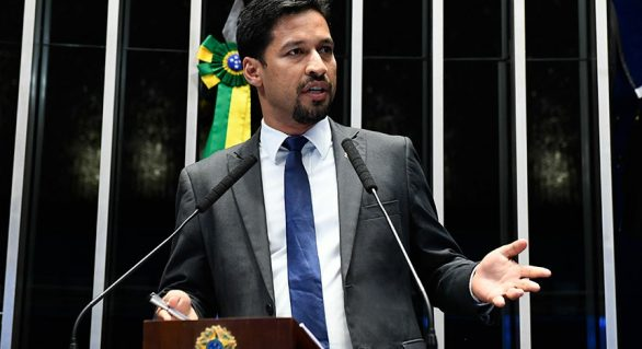 Rodrigo Cunha destaca fraudes no transporte escolar em AL