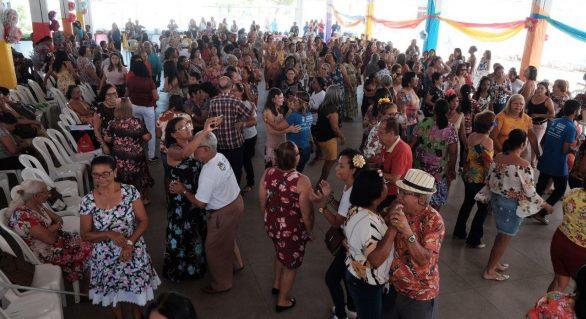 Mais de 400 idosos participam do 11º Baile da Primavera