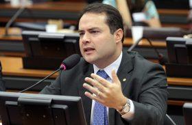 Renan cobra agilidade do governo federal para identificar causa de vazamento de óleo