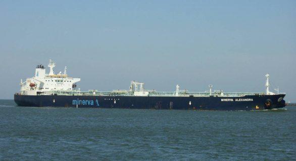 Mais 4 navios gregos estão entre os investigados por vazamento de óleo
