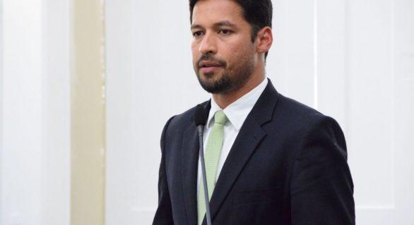 Rodrigo Cunha está entre senadores que mais gastam com divulgação