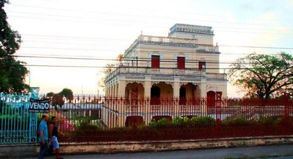 Cratera ameaça engolir campo do CSA e Hospital José Lopes