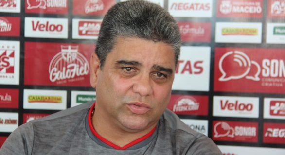 Marcelo Cabo fala contra arbitragem no empate do CRB