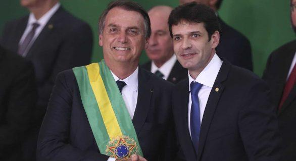 Com ministro denunciado, Bolsonaro diz que acabou com corrupção