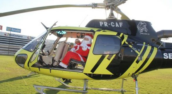 Papai Noel chega à Santana do Ipanema de helicóptero neste domingo (22)