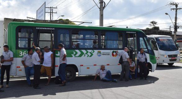 Motoristas e cobradores da Veleiro protestam por falta de pagamentos
