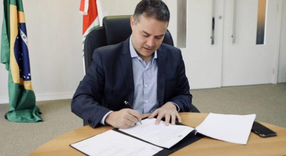 Governador sanciona lei que regionaliza abatedouros em AL