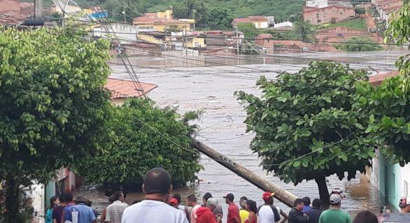 Santana do Ipanema registra nova inundação devido às fortes chuvas