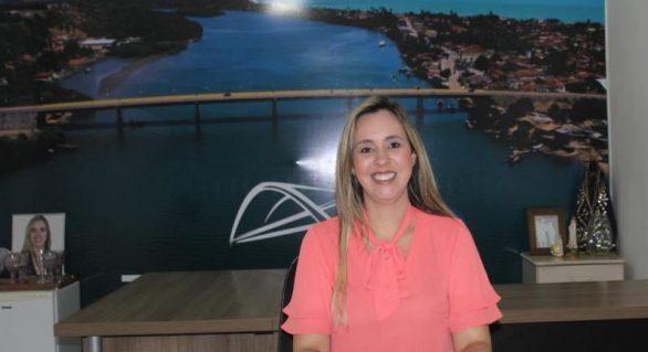 Prefeita da Barra de Santo Antônio anuncia corte de 50% de seu salário por conta do coronavírus