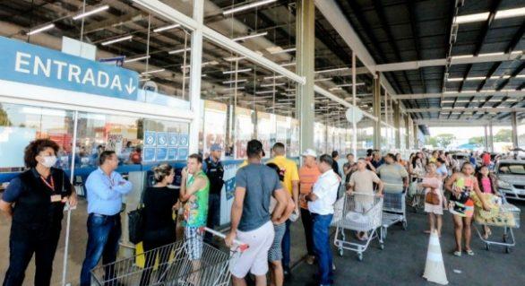 Decreto municipal limita acesso a supermercados e comércios