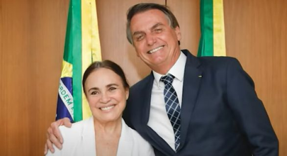 Regina Duarte deixa comando da Secretaria de Cultura