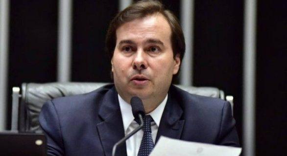 Maia se nega a abrir impeachment após nova agressão de Bolsonaro a jornalista
