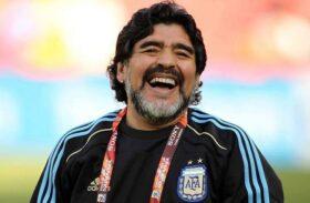 Ex-jogador Diego Maradona morre após parada cardiorrespiratória em casa
