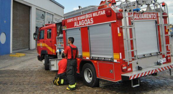 Bombeiros apagam fogo que avançava próximo de pousada em Japaratinga