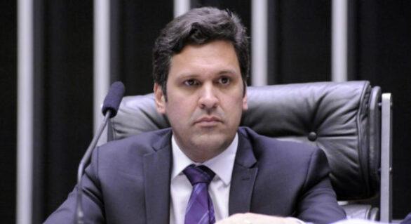 """Novo líder do MDB, Isnaldo Bulhões pode """"dificultar"""" eleição de Arthur Lira"""