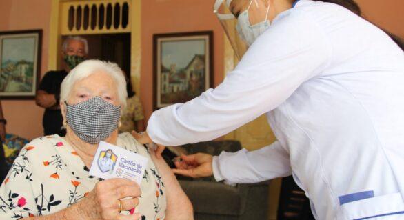 Coruripe inicia vacinação dos idosos acima de 85 anos