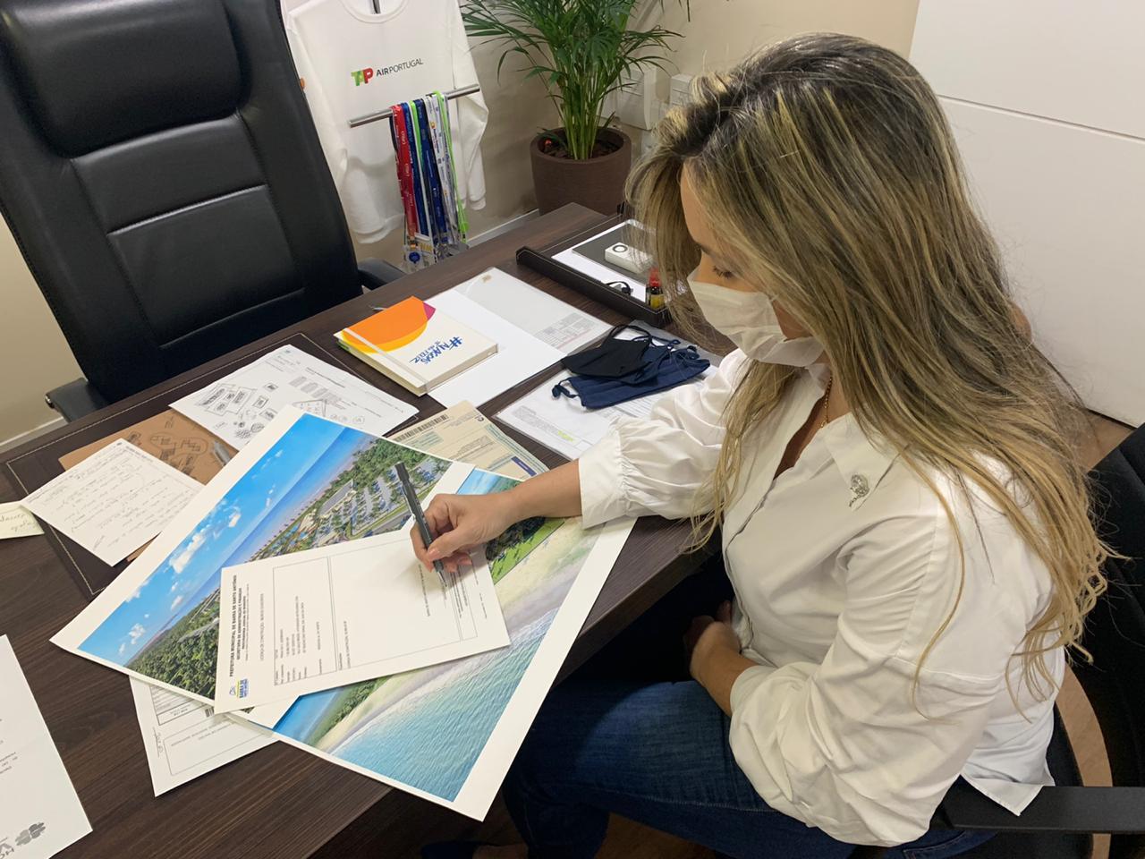 Prefeita da Barra de Santo Antônio libera construção de hotel que vai gerar mais de 300 empregos