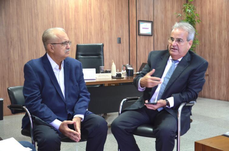 Presidente do TCE/AL recebe prefeito de Arapiraca