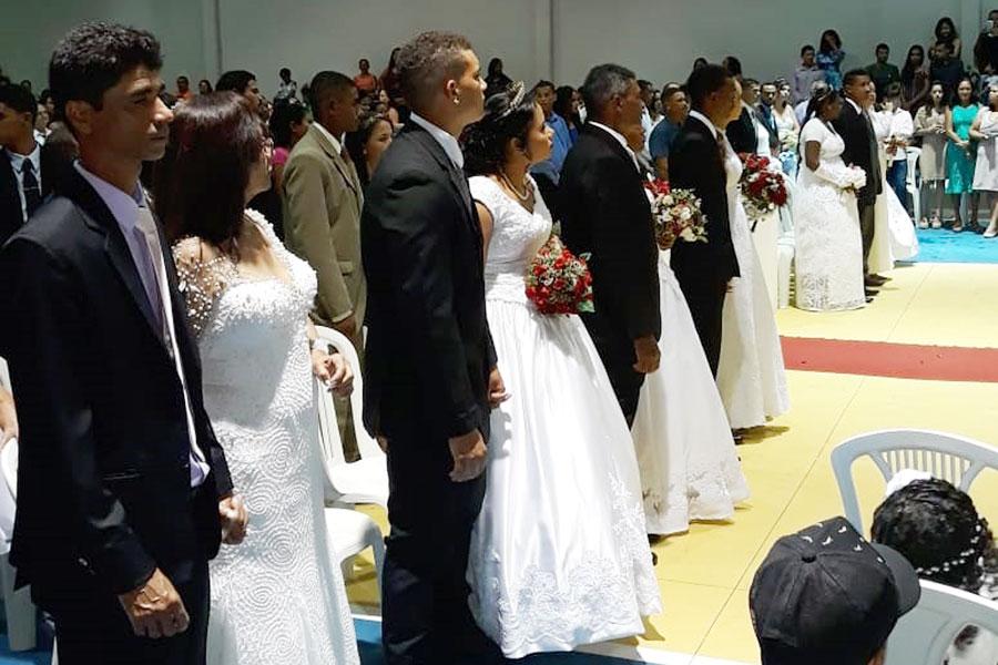 Casamento coletivo em Penedo formaliza união de 82 casais