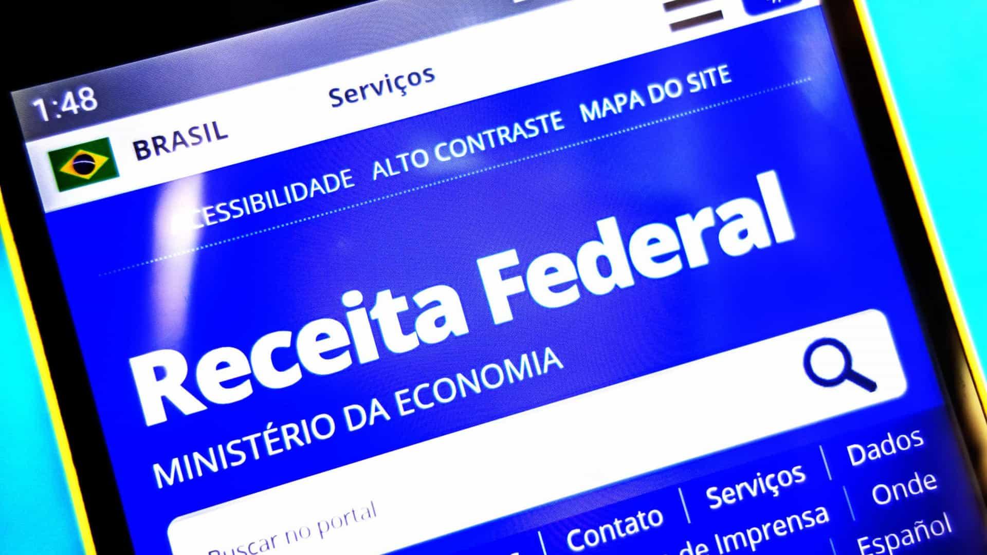 Bolsonaro defende o aumento da faixa de isenção de IR para salários até R$ 3 mil