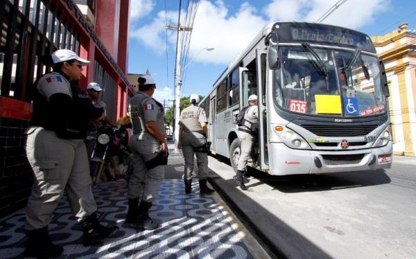 Assaltos a ônibus na capital caem 50% em janeiro