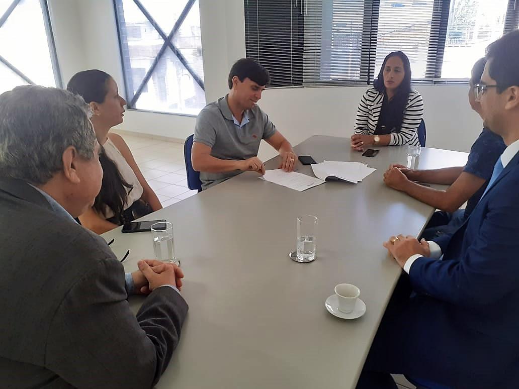 Prefeitura de Penedo e Fundepes assinam contrato para realização de concurso público