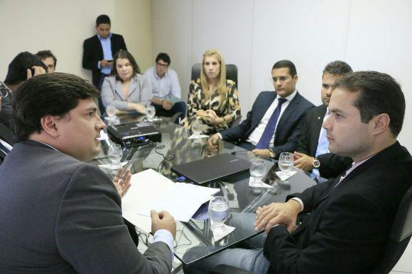 Renan Filho deve extinguir até 8 secretarias de Estado