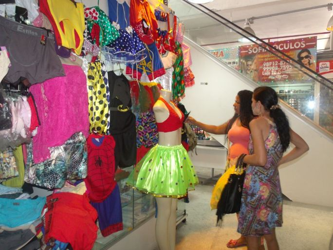 Lojistas de Maceió já se preparam para vendas de carnaval