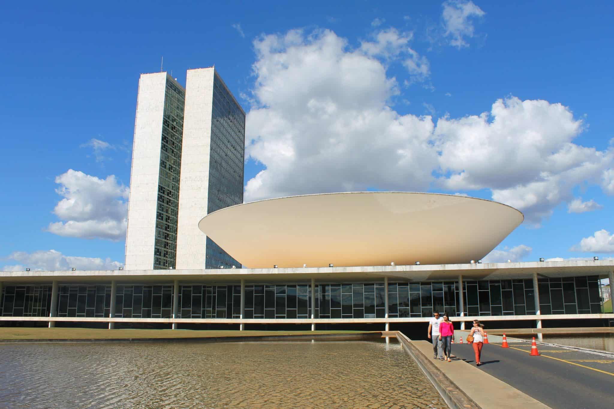 Brasileiros reprovam Executivo, Legislativo e Judiciário