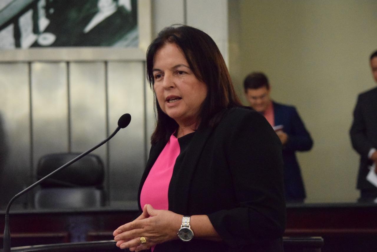 Fátima Canuto quer proibir a utilização de sacolas plásticas em Alagoas