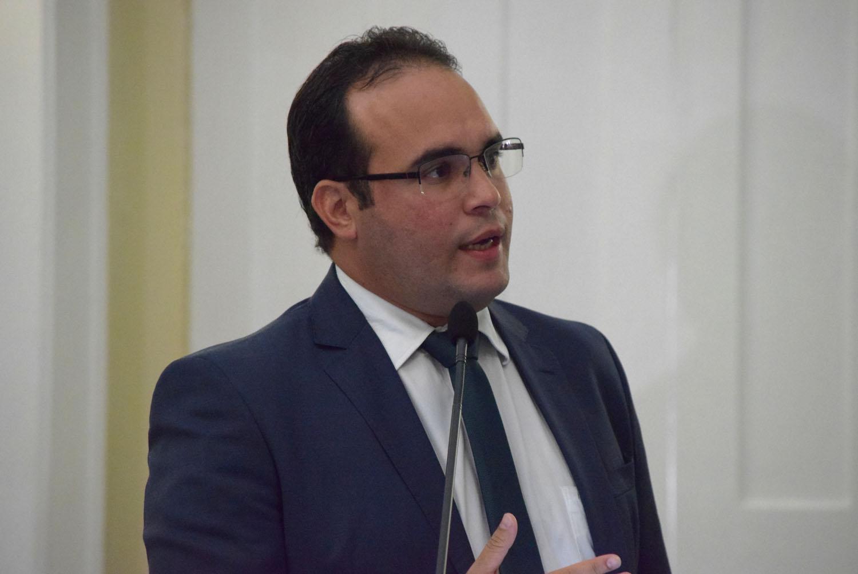 Estabelecimentos devem ter pontos de recolhimento de embalagens e medicamentos, propõe Davi Maia