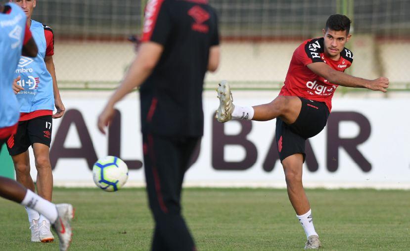 Athletico-PR faz último treino com equipe reserva antes de encarar o CSA