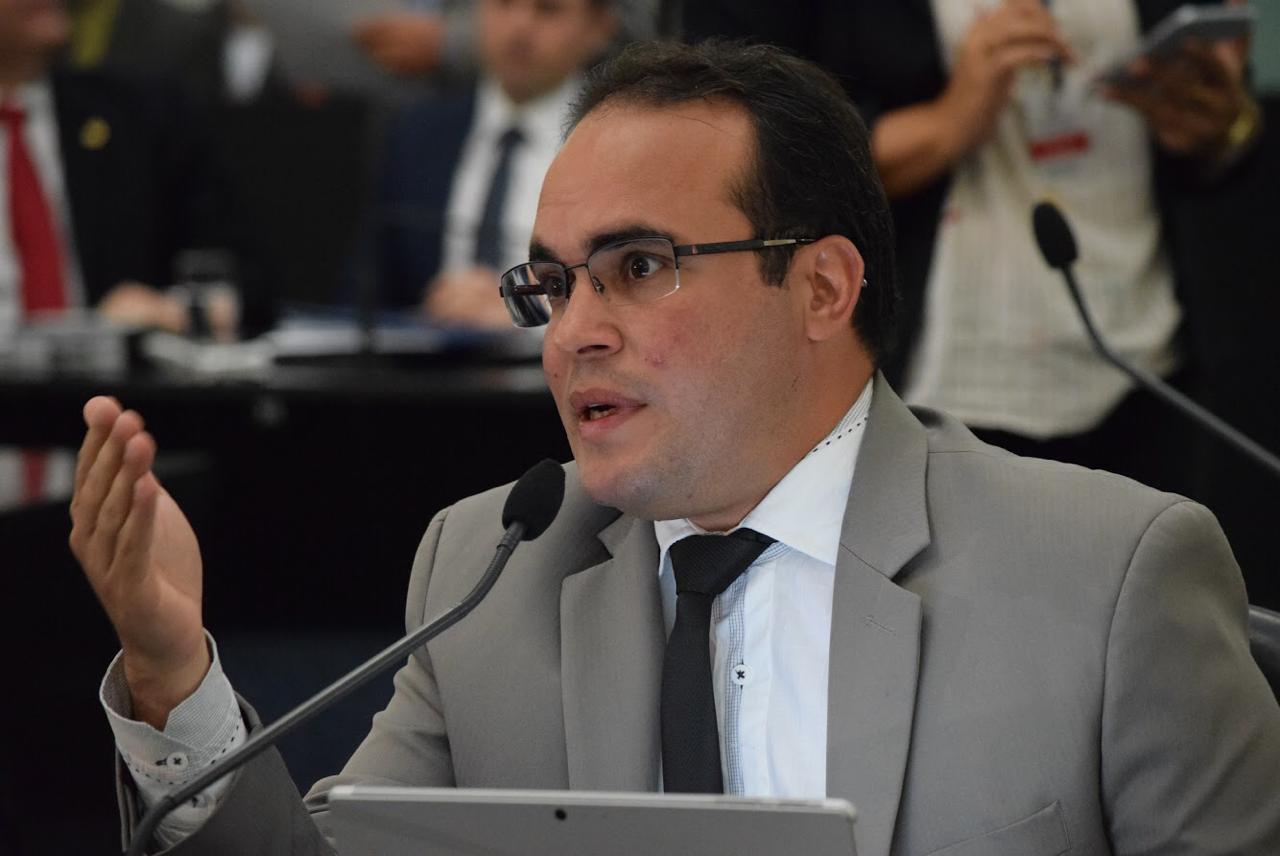 Deputado Davi Maia critica forma de gestão do governador Renan Filho